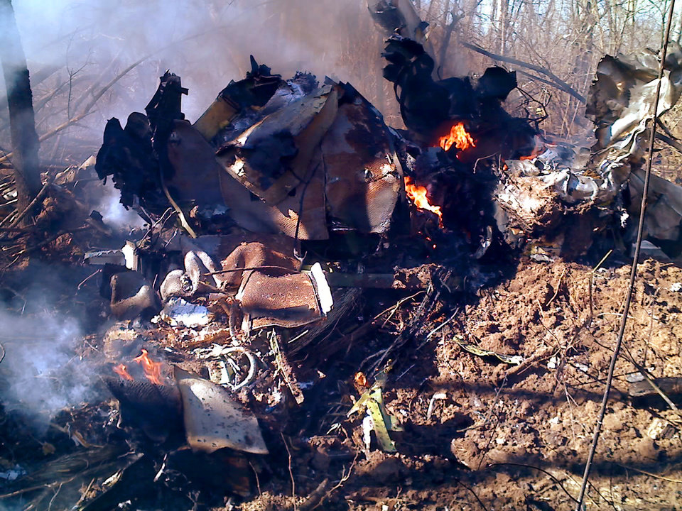 Photo - Plane crash near 10th and Council Road in Oklahoma City Tuesday, Mar. 4, 2008.  JASON LIPSCOMB, FOR THE OKLAHOMAN. ORG XMIT: KOD