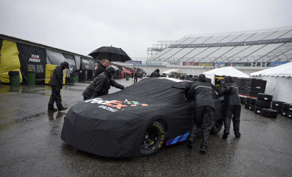 Rain at dover washes out qualifying kenseth on pole news ok for Garage sprint auto stains