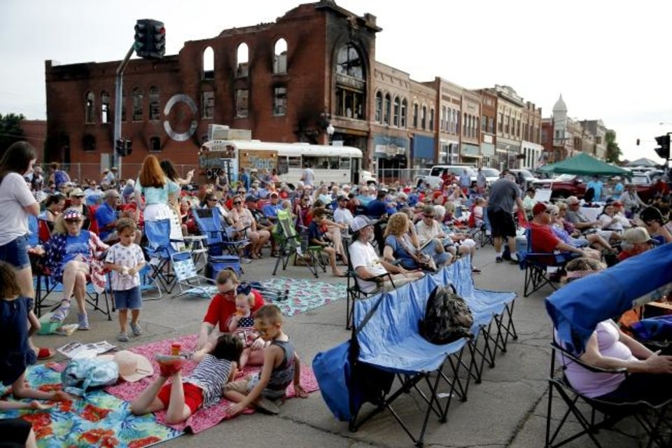 Photo -  A crowd gathers during Red Brick Nights in Guthrie. [BRYAN TERRY/THE OKLAHOMAN]