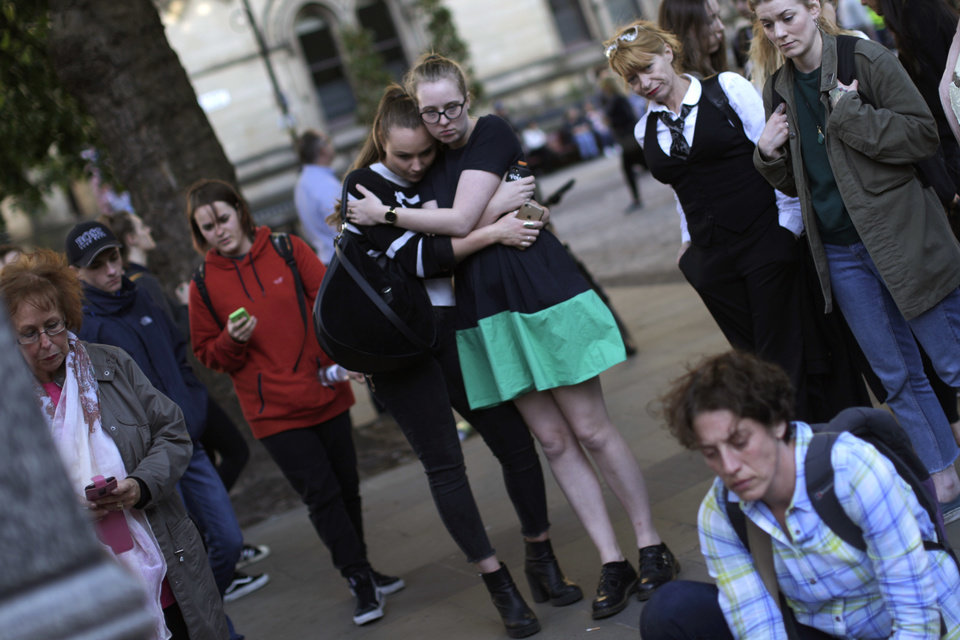Thousands mourn during vigil in Manchester, England - Photo Gallery