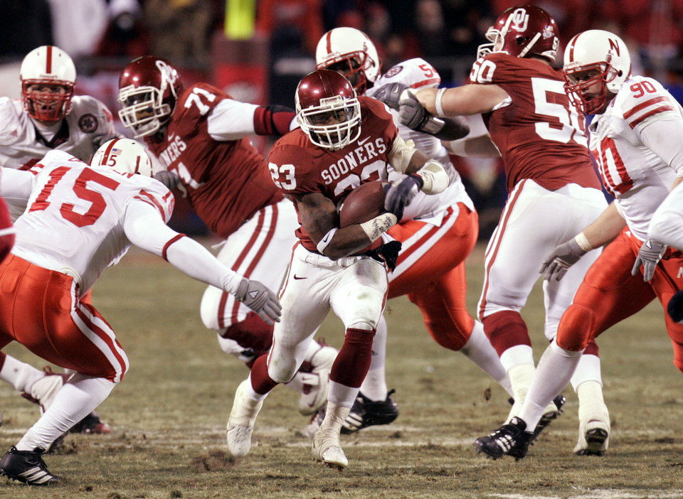 Photo - Oklahoma's Allen Patrick rushes against Nebraska in the first half of the Big 12 Championship college football game between the University of Oklahoma Sooners (OU) and the University of Nebraska Cornhuskers (NU) at Arrowhead Stadium, on Saturday, Dec. 2, 2006, in Kansas City, Mo. By Nate Billings, The Oklahoman  ORG XMIT: KOD