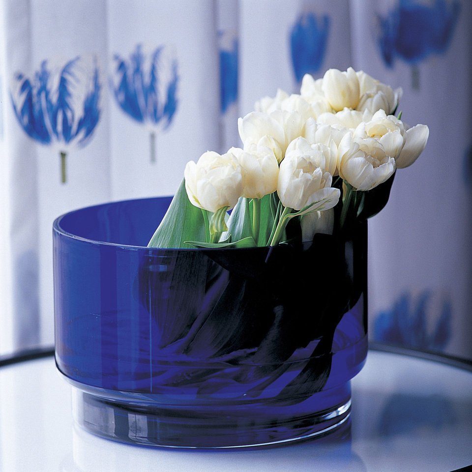 Photo - The deep blue of this glas vase is a beautiful juxtoposition with white blooms casually positioned inside. Photo provided by iBulb.  Steven Bemelman