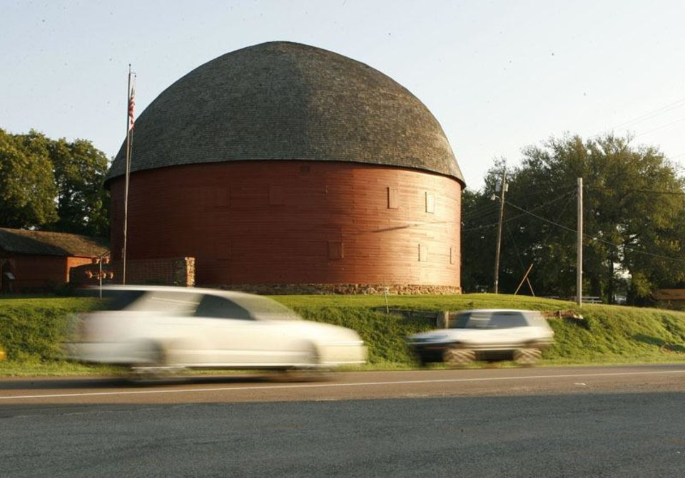Photo - Arcadia's Round Barn has been a local landmark and popular tourist attraction for many decades. (PAUL HELLSTERN, THE OKLAHOMAN)