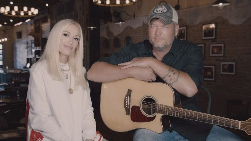 Photo - Gwen Stefani and Blake Shelton appear on the