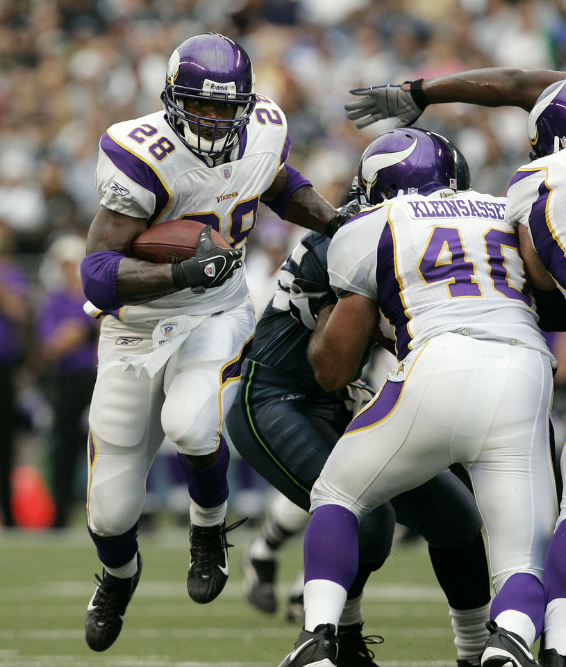 Peterson Quickly Overtaking Moss As Fan Favorite In Minneapolis