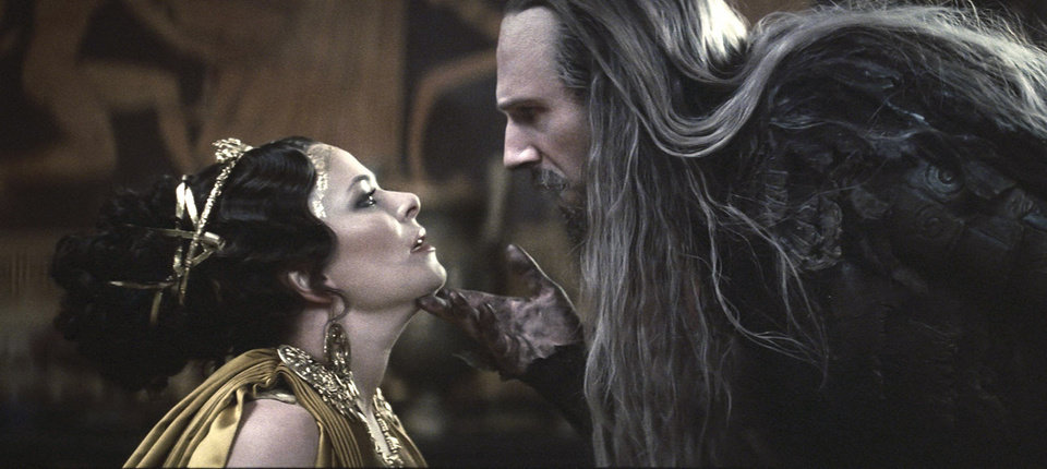 "Photo - Polly Walker stars as Cassiopeia and Ralph Fiennes stars as Hades in ""Clash of the Titans.""  Warner Bros. Pictures Photo"