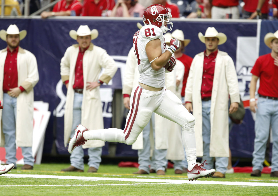Photo - Oklahoma's Mark Andrews (81) scores a touchdown during the AdvoCare Texas Kickoff college football game between the University of Oklahoma Sooners (OU) and the Houston Cougars at NRG Stadium in Houston, Saturday, Sept. 3, 2016. Photo by Bryan Terry, The Oklahoman