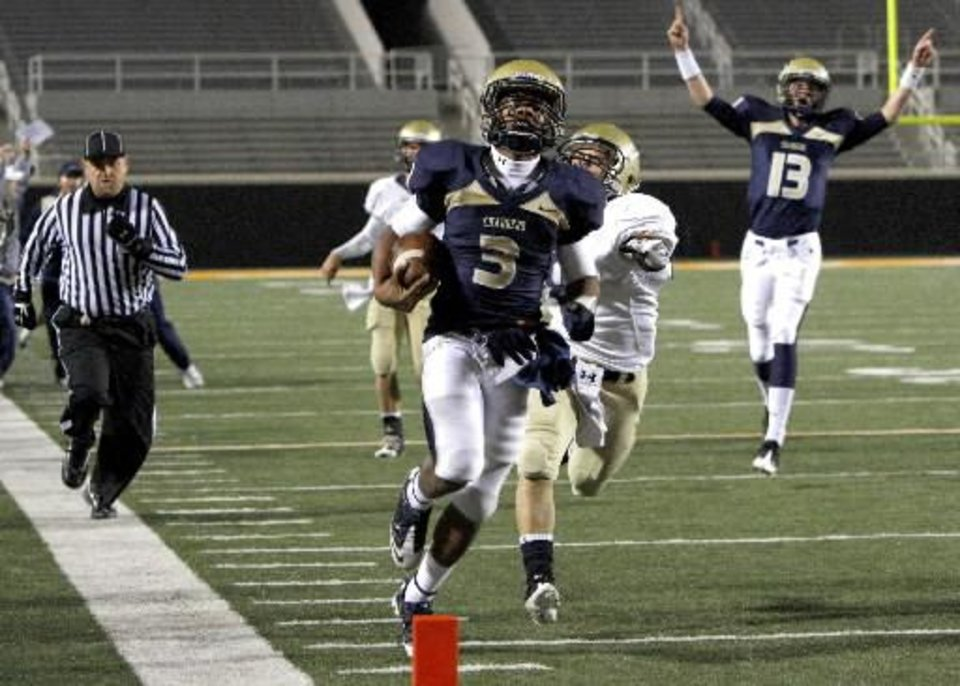 Photo -  Heritage Hall's Sterling Shepard is running his way to Norman. Shepard committed to OU on Monday.