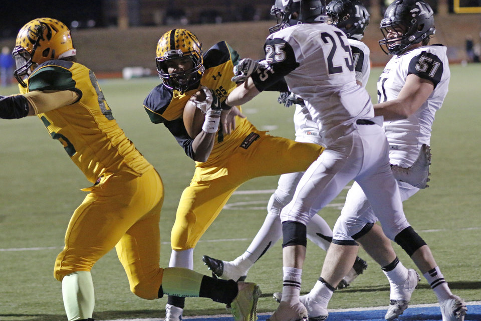Photo - Mac #7 Lorenzo West scores a two point conversion during the high school football playoff between McAlester and Lawton MacArthur at Choctaw stadium, November 28, 2014. Photo by Doug Hoke, The Oklahoman