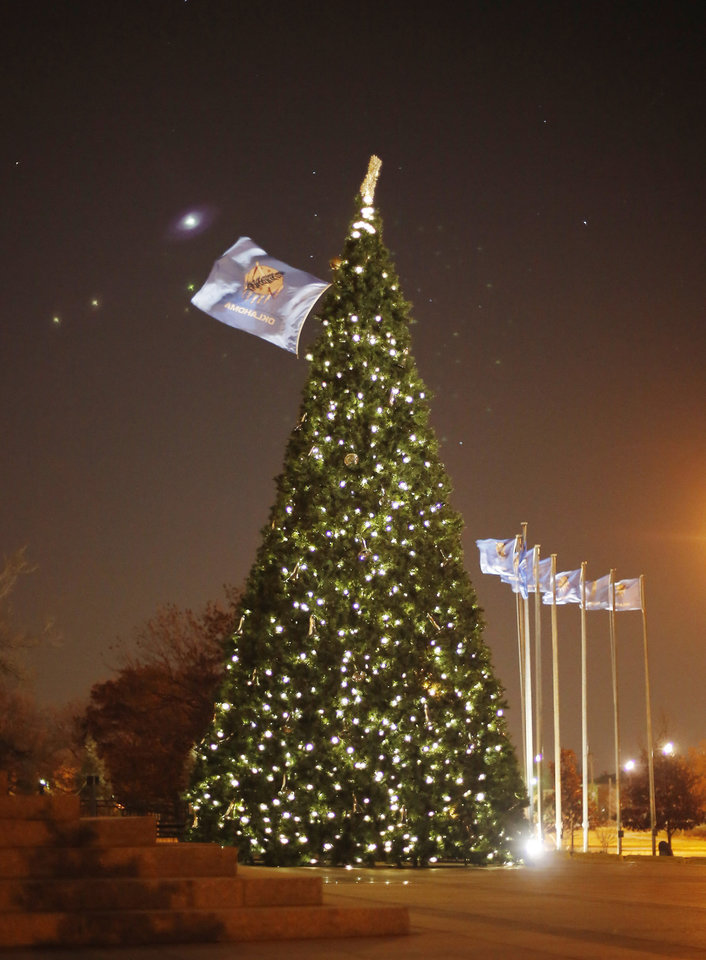Photo - The Oklahoma state Christmas Tree Thursday, November 29, 2012. Photo by Doug Hoke, The Oklahoman