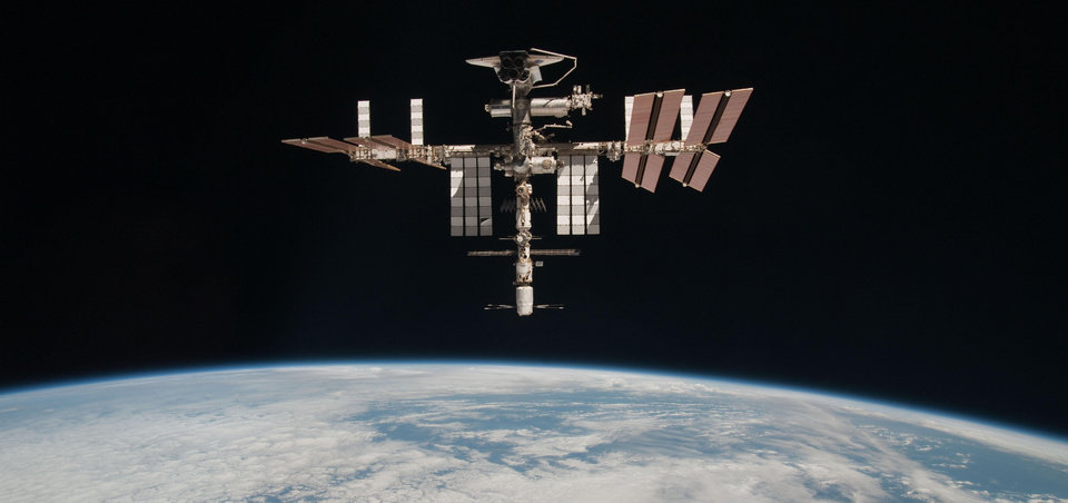 Space station dodges old satellite - Article Photos