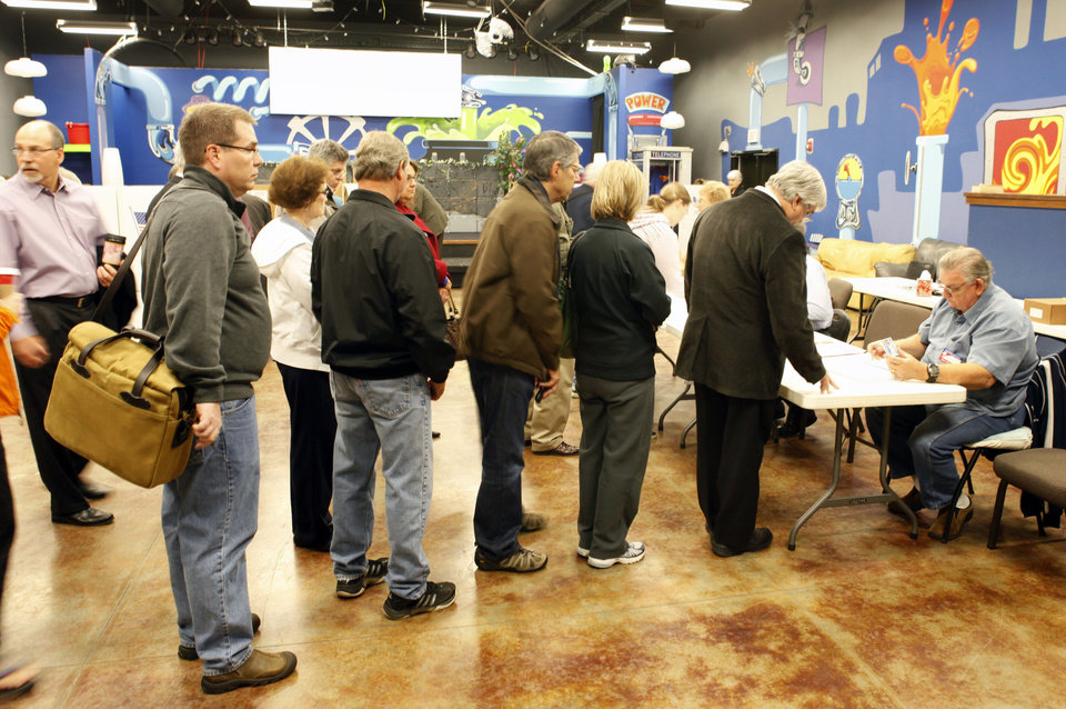 Photo - Long voter lines had formed at 6:30 AM at Precinct 345 in Edmond, OK, Tuesday, November 6, 2012,  By Paul Hellstern, The Oklahoman