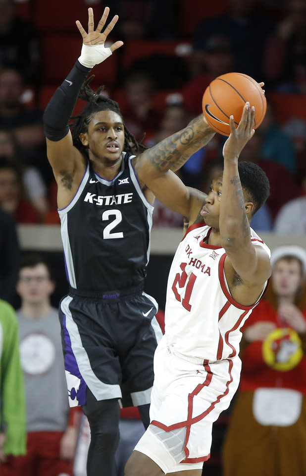 Photo - Oklahoma's Kristian Doolittle (21) passes the ball as Kansas State's Cartier Diarra (2) defends during an NCAA college basketball game between the University of Oklahoma Sooners (OU) and the Kansas State Wildcats at Lloyd Noble Center in Norman, Okla., Saturday, Jan. 4, 2020. [Bryan Terry/The Oklahoman]