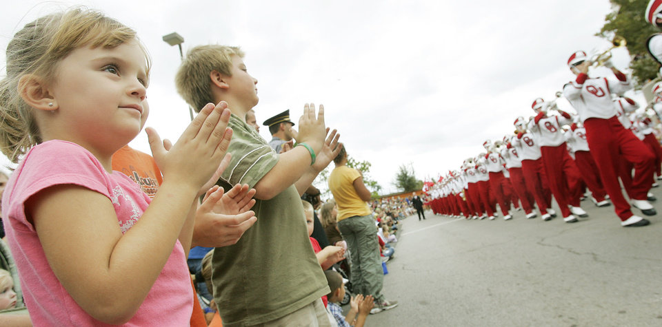 Photo - Leah Hilderbrand 4 and Keaton West 10 both of Guthrie watch the OU parade pass by along E.K. Gaylord Blvd. in the Oklahoma Centennial Parade Saturday, Oct. 14, 2007 in downtown Oklahoma City,OK.  BY JACONNA AGUIRRE/THE OKLAHOMAN.
