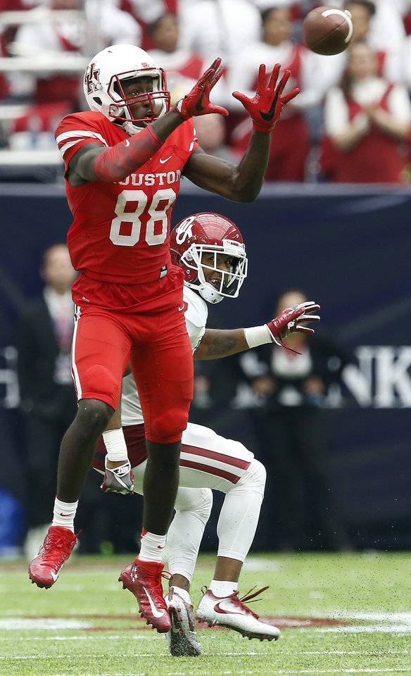 Photo - Houston's Steven Dunbar (88) catches a pass in front of Oklahoma's Jordan Thomas (7) during the AdvoCare Texas Kickoff college football game between the University of Oklahoma Sooners (OU) and the Houston Cougars at NRG Stadium in Houston, Saturday, Sept. 3, 2016. Houston won 33-23. Photo by Bryan Terry, The Oklahoman