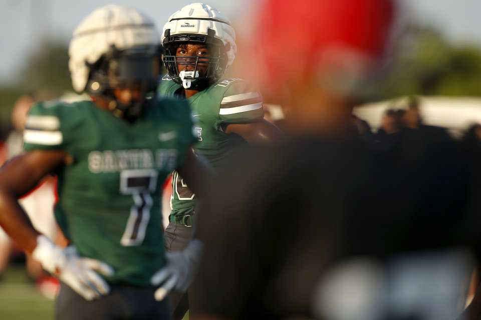 Photo - Edmond Santa Fe's Collin Oliver during a football scrimmage at Carl Albert, Thursday, Aug. 29, 2019. [Bryan Terry/The Oklahoman]