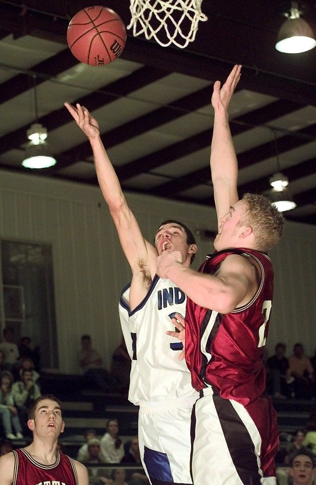 Photo - HIGH SCHOOL BASKETBALL: LITTLE AXE'S #33 DUSTIN GILMORE GOES UP FOR A SHOT AGAINST TUTTLE'S #21 JASON WHITE ( FUTURE OU GREAT QB).TUTTLE WON 59-50.