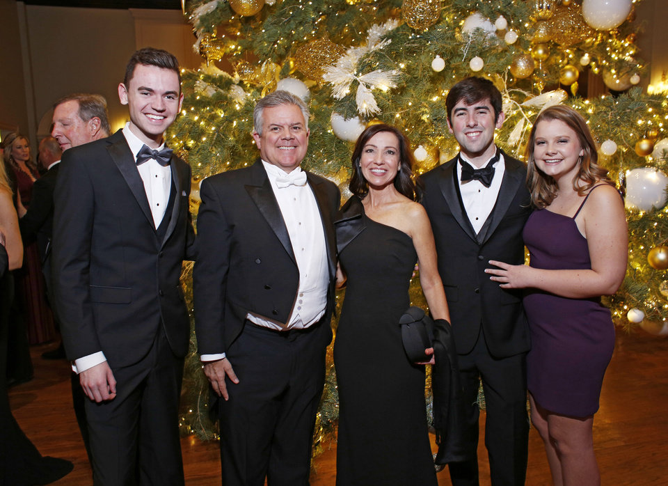 Photo - Carter Ullman, Darren, Cindy and Andrew Derryberry and Addison Hagan. PHOTO BY DOUG HOKE, THE OKLAHOMAN