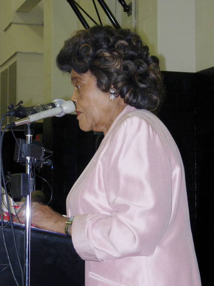Photo - OPEN: Thelma Parks, District 5 school board member, speaks Wednesday, Nov. 29, 2006 at the grand opening ceremony of Martin Luther King, Jr. Elementary School. By Beth Gollob, The Oklahoman. ORG XMIT: KOD