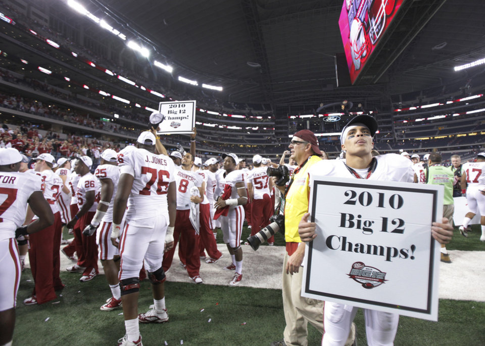 Photo - Oklahoma's Kenny Stills looks for his mom in the stands as he holds a championship poster after 23-20 win over Nebraska during the Big 12 football championship game between the University of Oklahoma Sooners (OU) and the University of Nebraska Cornhuskers (NU) at Cowboys Stadium on Saturday, Dec. 4, 2010, in Arlington, Texas.  Photo by Chris Landsberger, The Oklahoman