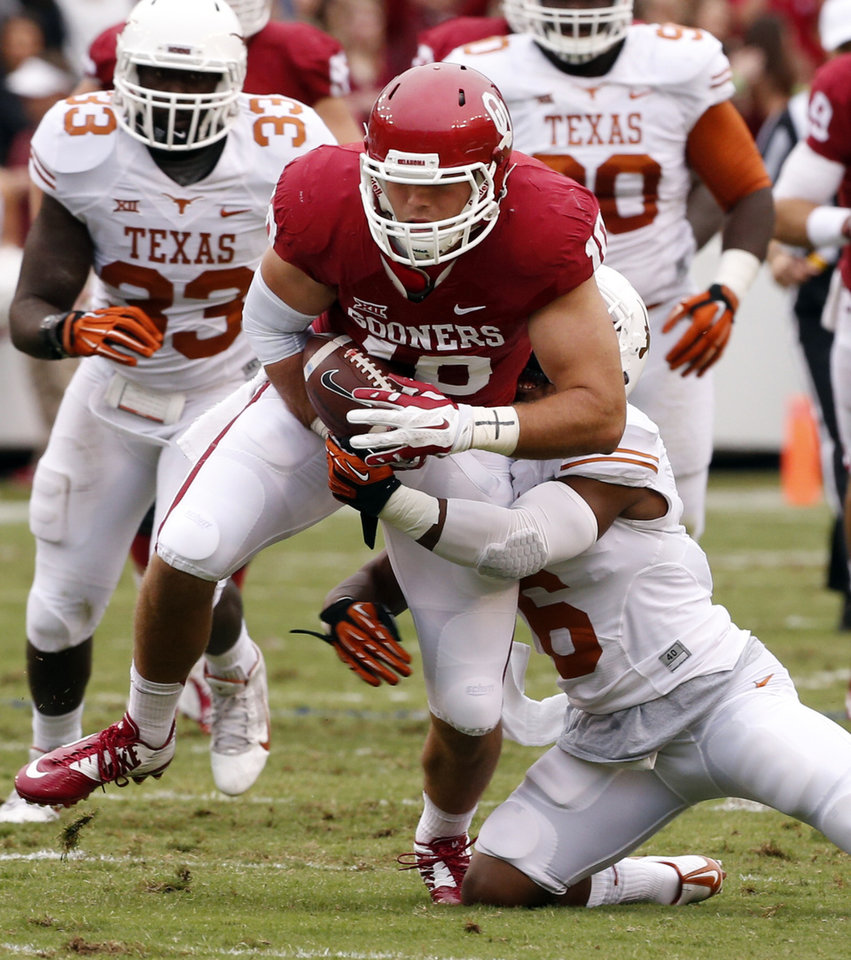 Photo - Oklahoma's Blake Bell (10) runs after a catch during the Red River Showdown college football game between the University of Oklahoma Sooners (OU) and the University of Texas Longhorns (UT) at the Cotton Bowl in Dallas, Texas on Saturday, Oct. 11, 2014. 