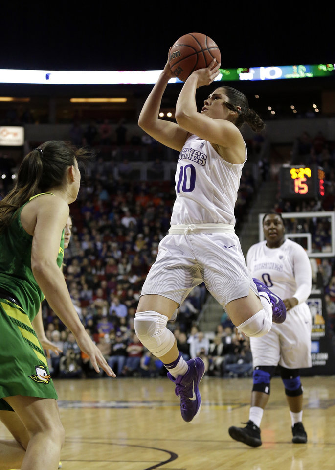 Photo -  Washington's Kelsey Plum has an NCAA Division I career-record 3,460 points going into Monday's 8 p.m. game against Oklahoma in Seattle. [AP PHOTO]