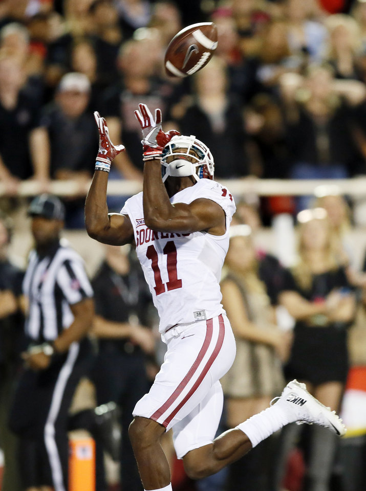 Photo - Oklahoma's Dede Westbrook (11) makes a touchdown catch in the first quarter during a college football game between the University of Oklahoma Sooners (OU) and Texas Tech Red Raiders at Jones AT&T Stadium in Lubbock, Texas, Saturday, Oct. 22, 2016. Photo by Nate Billings, The Oklahoman