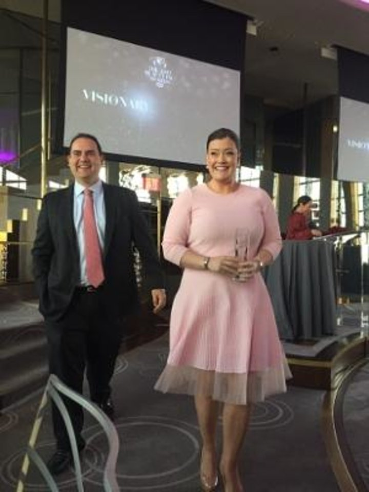 Photo - IT Cosmetics co-founders Jamie Kern Lima and Paulo Lima accept the 2015 WWD Beauty Inc. Award for Prestige Brand of the Year.