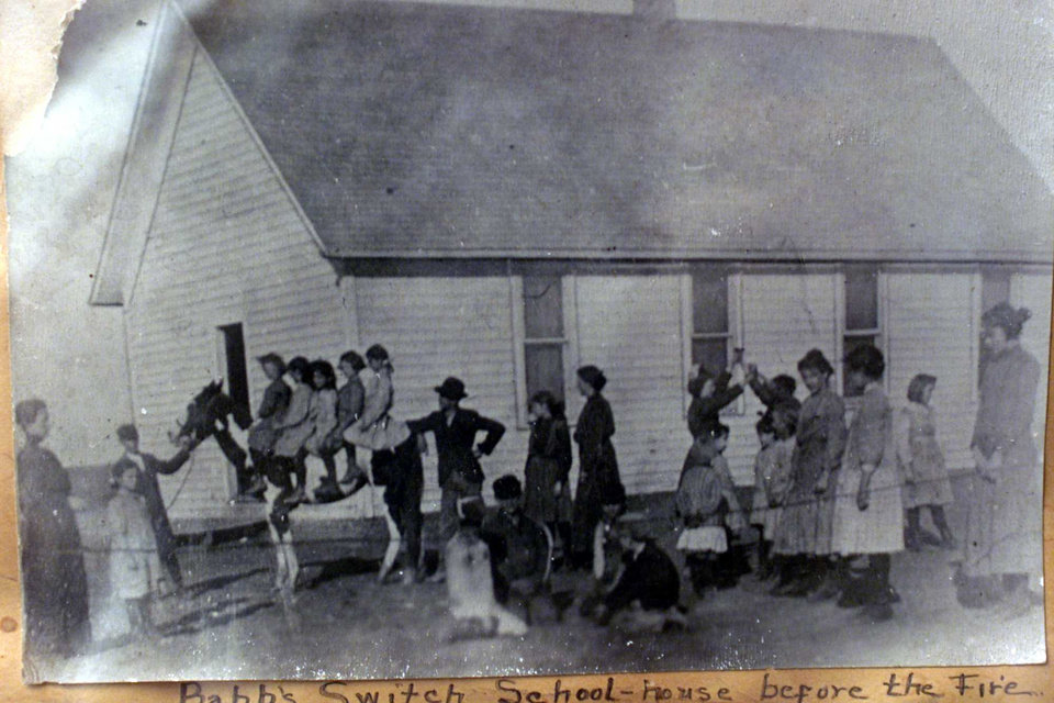 Photo - Babbs Switch schoolhouse before the 1924 fire in Hobart.