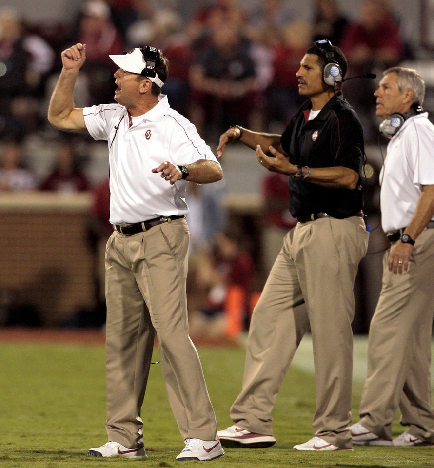 Photo - Head coach Bob Stoops shouts directions to his Sooner team during the second half of the college football game where the University of Oklahoma Sooners (OU) defeated the University of Kansas Jayhawks (KU) 52-7 at Gaylord Family-Oklahoma Memorial Stadium in Norman, Okla., on Saturday, Oct. 20, 2012. Photo by Steve Sisney, The Oklahoman