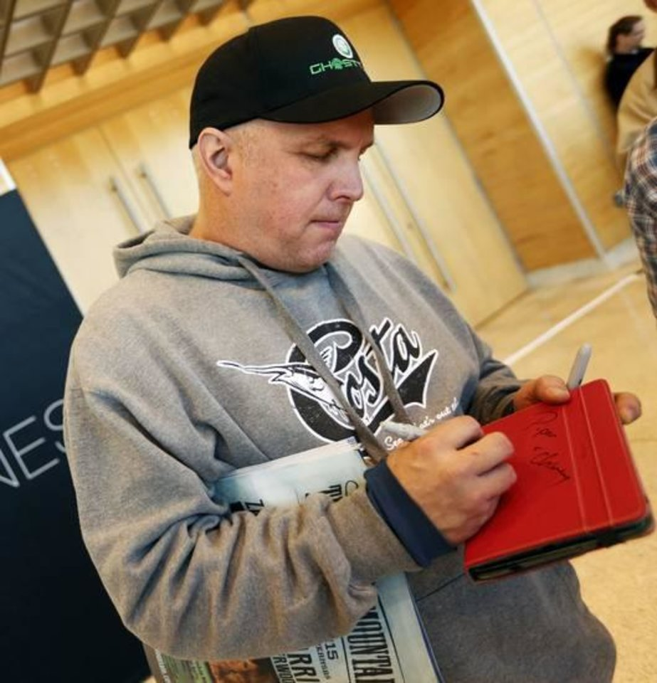 interview and video garth brooks and trisha yearwood make photo garth brooks signs an autograph after a press conference at the cox business center