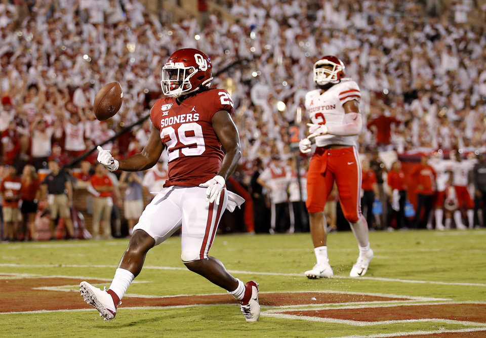 Photo - Oklahoma Rhamondre Stevenson scores in the fourth quarter during a college football game between the University of Oklahoma Sooners (OU) and the Houston Cougars at Gaylord Family-Oklahoma Memorial Stadium in Norman, Okla., Sunday, Sept. 1, 2019. [Sarah Phipps/The Oklahoman]