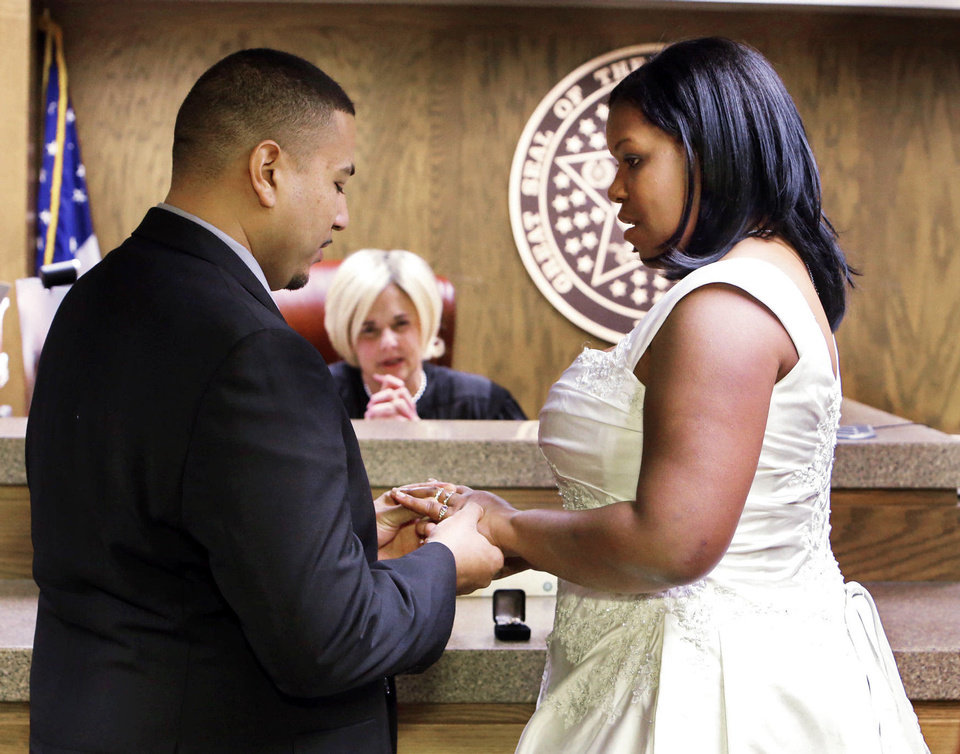 Couples Get Hitched By The Dozens On 12 2012