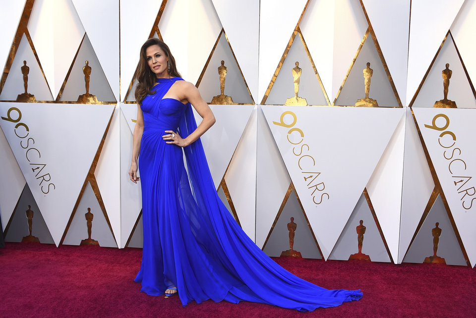 Photo - Jennifer Garner arrives at the Oscars on Sunday, March 4, 2018, at the Dolby Theatre in Los Angeles. (Photo by Jordan Strauss/Invision/AP)