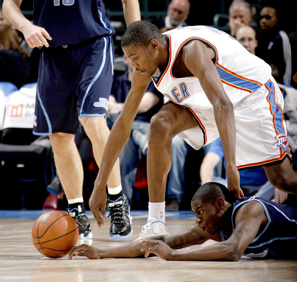 Photo - Oklahoma City's Kevin Durant gets the loose ball over Utah's Ronnie Brewer during the NBA basketball game between the Oklahoma City Thunder and the Utah Jazz at the Ford Center in Oklahoma City, Wednesday, Jan. 14, 2009.  PHOTO BY BRYAN TERRY, THE OKLAHOMAN