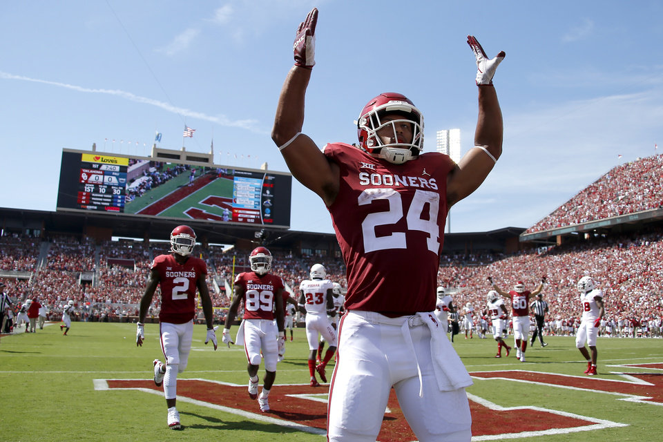 99b4cc90d Sooners open season with blowout of Florida Atlantic - Photo Gallery