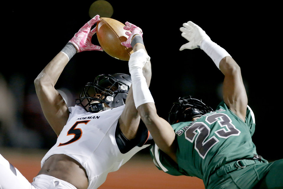 Photo - Norman's Jaden Bray tries to catch the ball beside Edmond Santa Fe's Angelo Rankin during a high school football game between Edmond Santa Fe and Norman in Edmond, Okla., Friday, Nov. 8, 2019. [Bryan Terry/The Oklahoman]