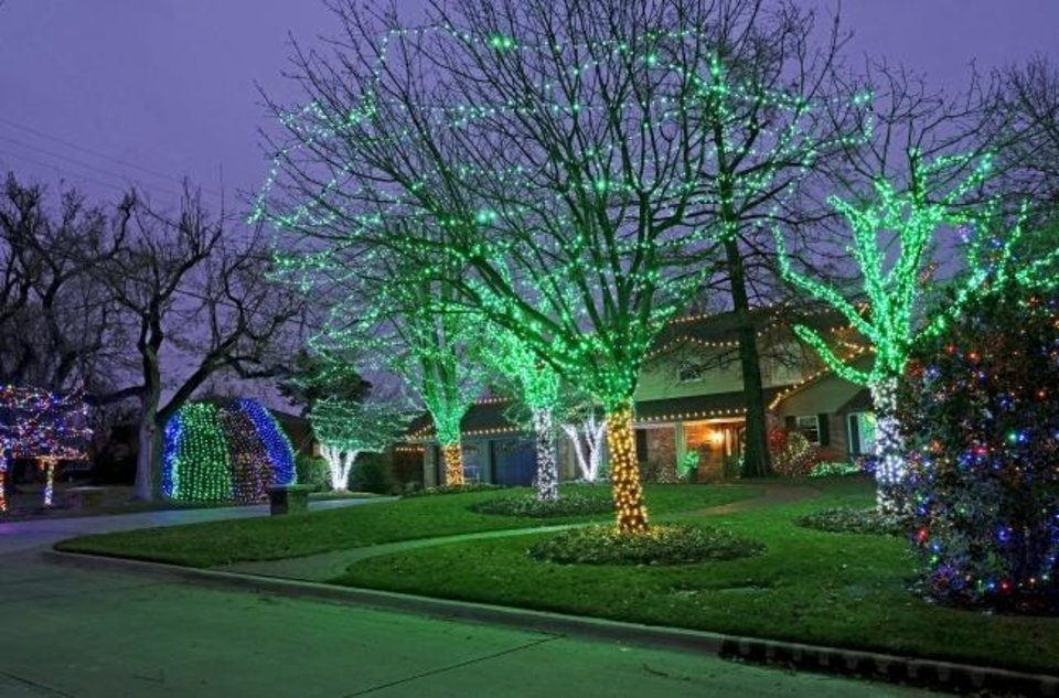 Photo -  Christmas decorations at 1708 Brentwood Ave. in Nichols Hills. [DOUG HOKE/THE OKLAHOMAN]