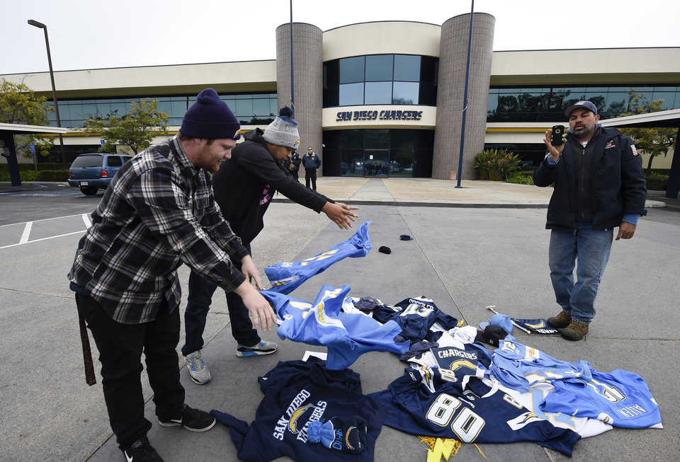 San Diego Chargers Fans Express Displeasure Over Team S