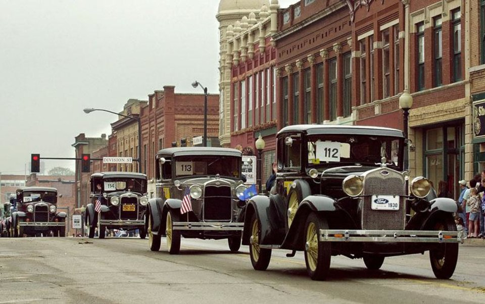 Photo - A 1930 Ford Model A leads classic cars during the annual '89er Parade in historic downtown Guthrie. (JIM BECKEL, THE OKLAHOMAN)