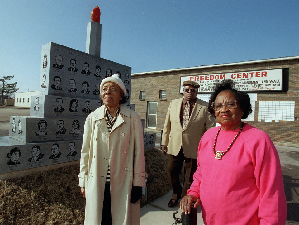 Photo - ERA MAXINE HOLMES DIED 03/09/06, DEATH: Era Holmes, Willard Moore, and Clara Luper recall the state's black history during Black Heritage Month.