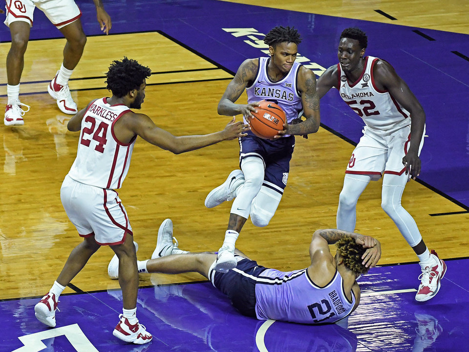 Photo - Oklahoma competes against K-State at Bramlage Coliseum in Manhattan, Kansas on February 23, 2021.