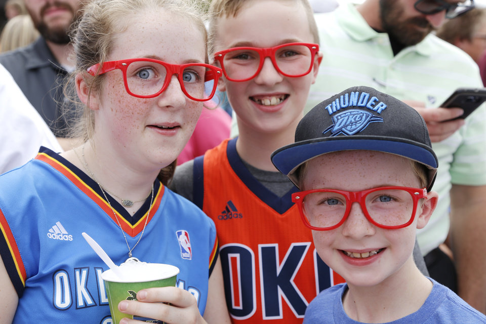 Photo - Sophie Starns, 12, and her cousins Luke Ogilbee, 8, and Carson Ogilbee, 10, from Edmond had a front row for Russell Westbrook returns to sign an extension of his contract and is greeted by hundreds of Thunder fans outside of the Chesapeake Arena, Thursday, August 4, 2016. Photo by Doug Hoke, The Oklahoman