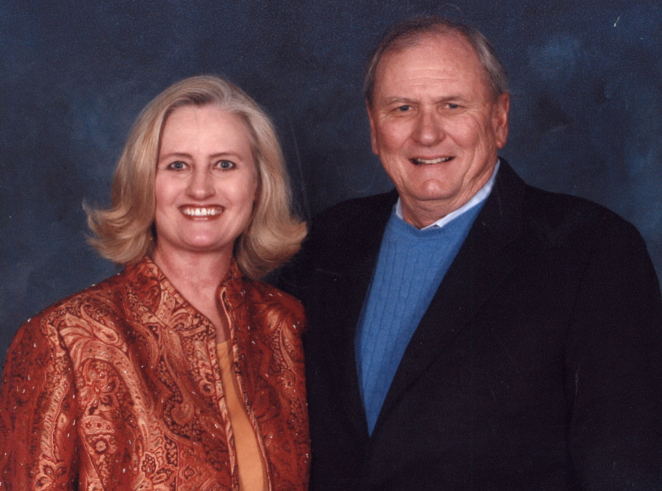 Photo - AIRPLANE / ACCIDENT / DEATH / VALRIE POOL / JET: Valrie and Frank Pool of Edmond. Frank Pool of United Engines was killed in a plane crash on March 4, 2008.  PHOTO PROVIDED BY FAMILY ORG XMIT: KOD