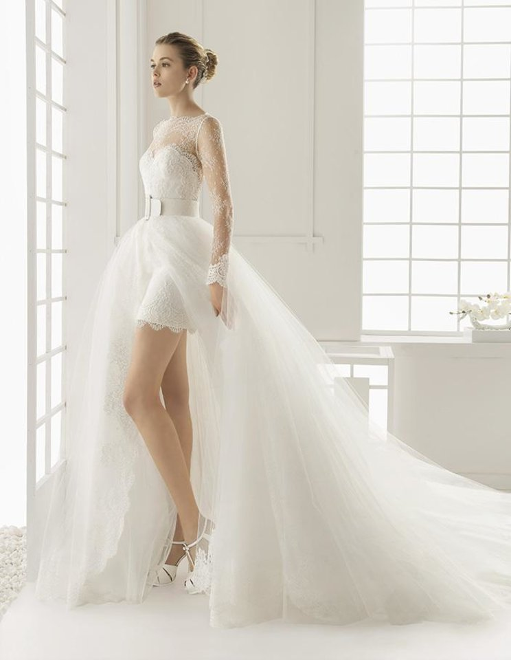 Ballgowns, sleeves back on brides