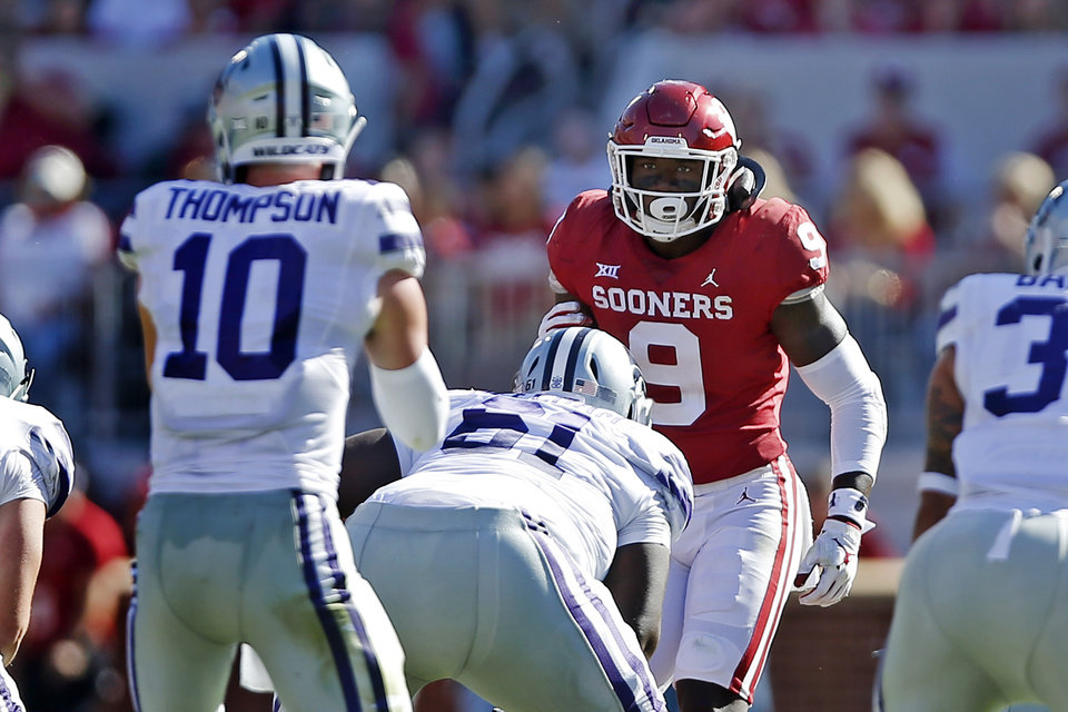 Photo - Oklahoma's Kenneth Murray (9) watches Kansas State's Skylar Thompson (10) during a college football game between the University of Oklahoma Sooners (OU) and the Kansas State Wildcats at Gaylord Family-Oklahoma Memorial Stadium in Norman, Okla., Saturday, Oct. 27, 2018. Oklahoma won 51-14. Photo by Bryan Terry, The Oklahoman