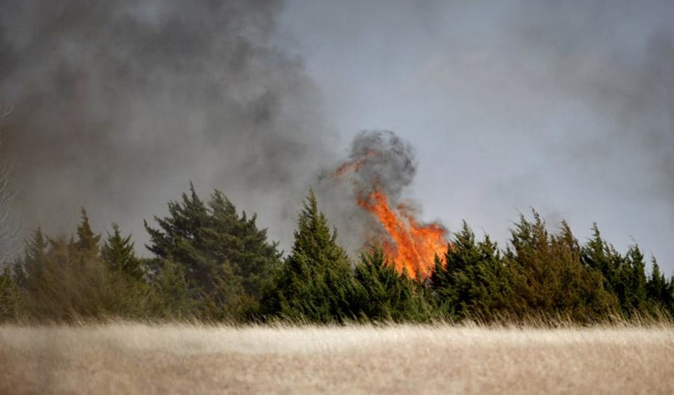 Photo -  A  grass fire burns near a neighborhood close to South County Line Road and SW 29th, Sunday, March 20, 2011, in Mustang, Okla.. Photo by Sarah Phipps, The Oklahoman ORG XMIT: KOD
