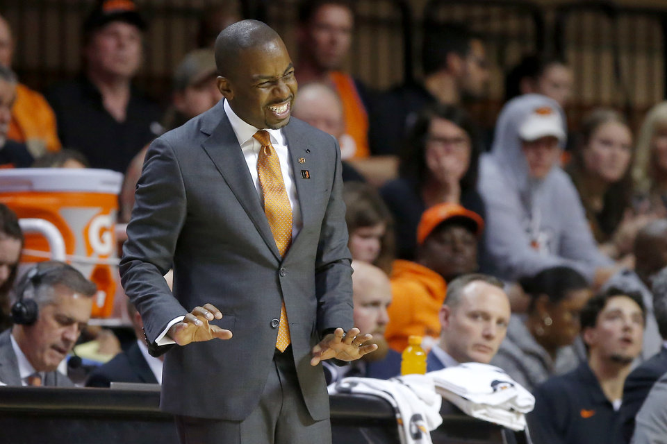 Photo - Oklahoma State coach Mike Boynton talks with his team during an NCAA basketball game between the Oklahoma State University Cowboys (OSU) and the Oral Roberts Golden Eagles (ORU) at Gallagher-Iba Arena in Stillwater, Okla., Wednesday, Nov. 6, 2019. Oklahoma State won 80-75. [Bryan Terry/The Oklahoman]