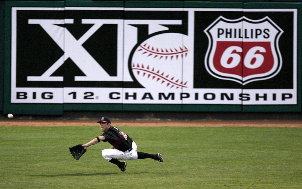 Aaron Ivey Of Ou Misses The Catch In First Inning 12 Baseball