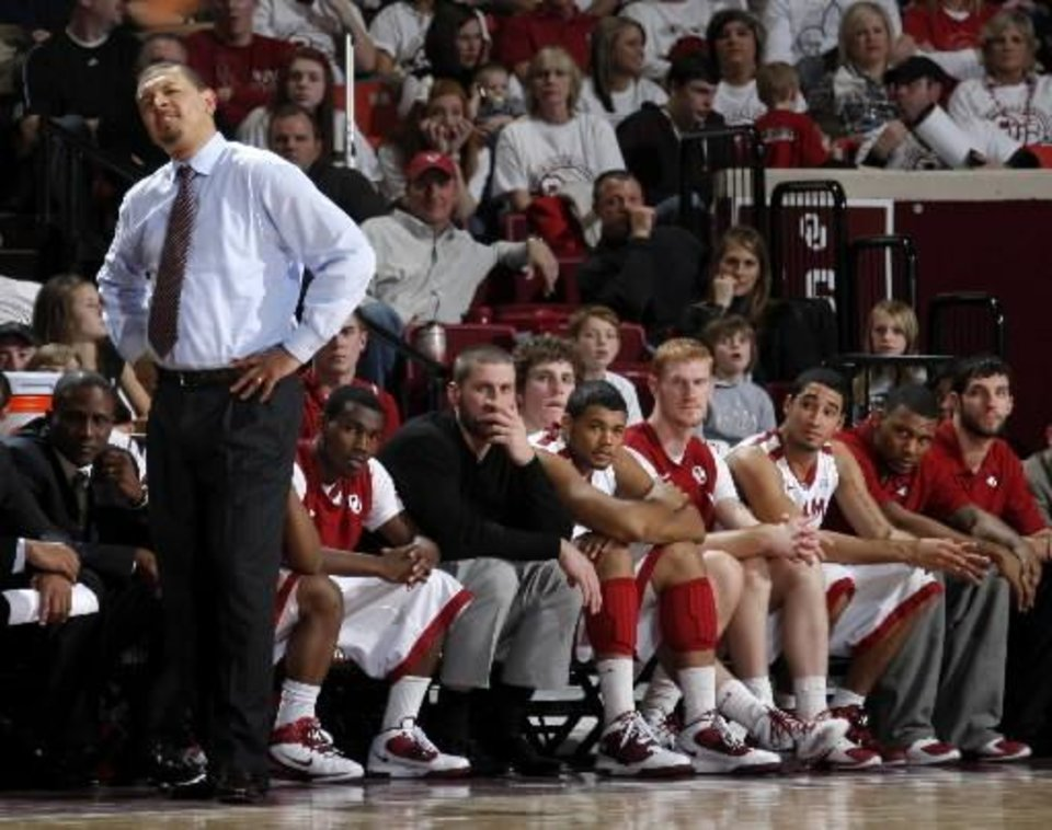 Photo - OU coach Jeff Capel and the OU bench watch during the NCAA college basketball game between the University of Oklahoma Sooners and Texas Longhorns at Lloyd Noble Center in Norman, Okla., Wednesday, Feb. 9, 2011. Photo by Bryan Terry, The Oklahoman ORG XMIT: KOD